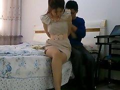 fată chineză robie legat și cu căluș în gură, cu ciorapi