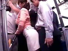 Ung Mor Tilbakeholdne med offentlig Buss Orgasme