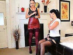 Brunetė lesbiečių nailonas grojimas