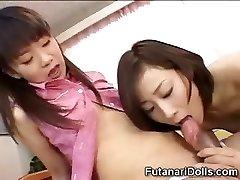 젊은 Futanari Babysitters!