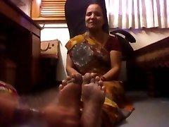 Reife Dame Aus Indien Gekitzelt