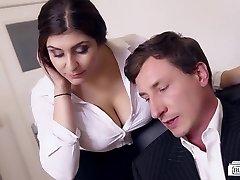 流浪汉BUERO-丰满的德国秘书乱搞的老板办公室