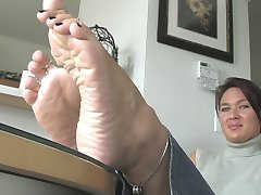 Foot Fetish with Beautiful MILF