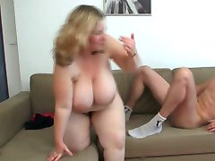Blonde BBW is waiting for the young Car-Mechanic
