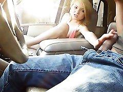 Śliczne blond nastolatka Dakota Skye cipki uderzyła w napalony koleś
