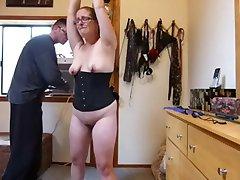 Moja żona-niewolnica w okularach ukarani