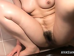 Napalone Azjatyckich Masturbować Ciężko Ją Śliską Cipkę W Łazience