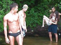 Jakaa makea venäjän bikinit babe