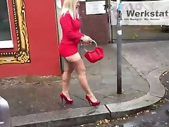 Im Auto mit Malene in FF Nylons mini Rock High Heels
