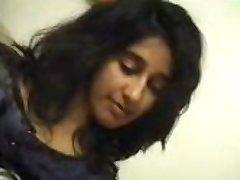 भारतीय लड़की की मालिश