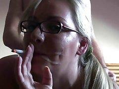 Fumar Fetiche Increíble rubia fumando y follando!