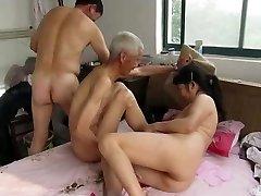 Asiático Abuelos en Acción
