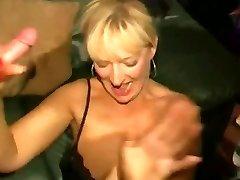 Schmutzige Englisch Schlampe - Bukkake-party 04
