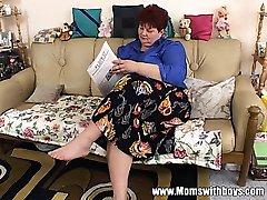 Похотливая зрелая дама соблазняет ремонт телевизоров-человек