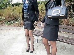 2 νεαρή σέξι γραμματείς σε vintage κάλτσες & garterbelt