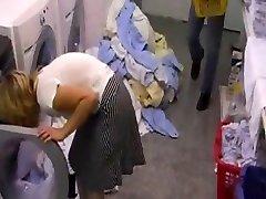 Hotelschlampe v der Waeschekammer gefickt za snahbrandy