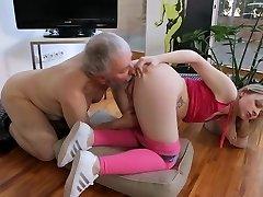 Young small tits Hardcore Alte Mann und das blonde Mädchen Rasiert