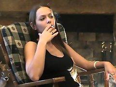 Lynn Full Clip Smoking