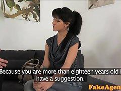 FakeAgent Hot korpsvart hår och babe knullad