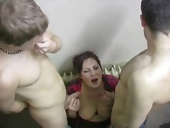 she sucks off right in the porch threesomes