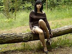 Brunette Lady W 050