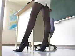 Sexy Professor Japonês em Minissaia meia-Calça