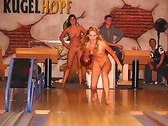 CMNF - Public Nudity Girls