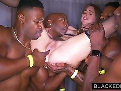 blackedraw девушка gangbanged на афтепати