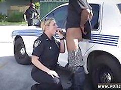 POLICAJAC Strapon momak smo napravili osumnjičeni svlačiti