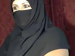 Arab Muslim girl  flashing on cam