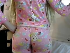Blond PAWG big butt ass in tight leggins