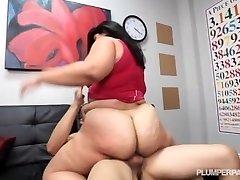 Big Booty Latina Instructor De Conducción Folla Colgado De La Viga Estudiante