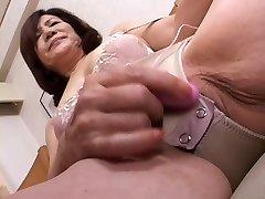 masturbándose japonés de gran part1