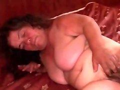 Grannie Midget PLUMPER saugt und wird hart gefickt