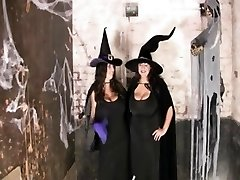 Huge-Mammories Plus-size-party at halloween