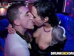 Podre de bêbado vadias fodendo em festa