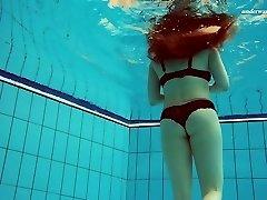 Belo Vesta excluindo subaquática na despertando solo de vídeo