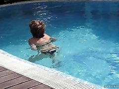 mother educes her youthfull neighbor in the pool