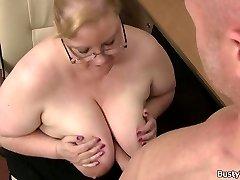 Baculatá masivní prsa tajemník jezdí šéf kohout