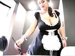 Leanne crow je sexy prsatá služka