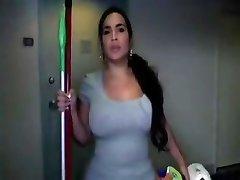Phat ass Latina služka dostane nahý