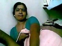 印度成熟的黑人女佣戏弄她的主人