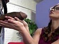 Cute Brunetka šuká Černý Péro větší než její Ruka