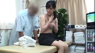 Beating Oriental babe with a splendid backside gets pleased by