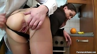 Wonderful bodied dark-haired temtress knows how to give good head