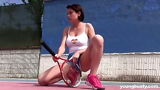 18 yo chick Anabelle is draining her slit right on the tennis court