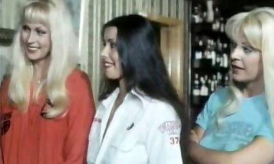 חמש בנות חם כמו לבה ...(בציר הסרט) F70