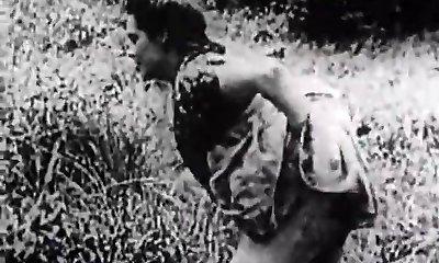 Rock-hard Fuckfest in Green Meadow (1930s Vintage)