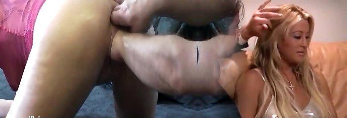 Extreme monster pussy handballing orgasms