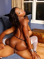 Sexy ebony chick reveals her phat ass and lures her boyfriend into fucking her cunt